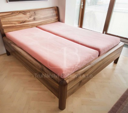 Ložnice zořechového dřeva
