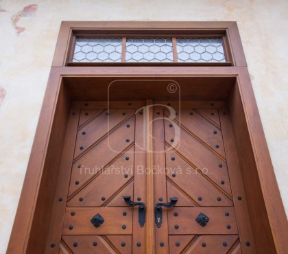 Nedvědice, vstupní dveře