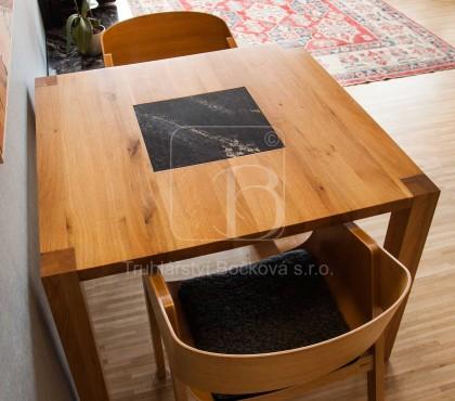 Jídelní stůl dub